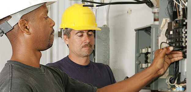 electricians in training